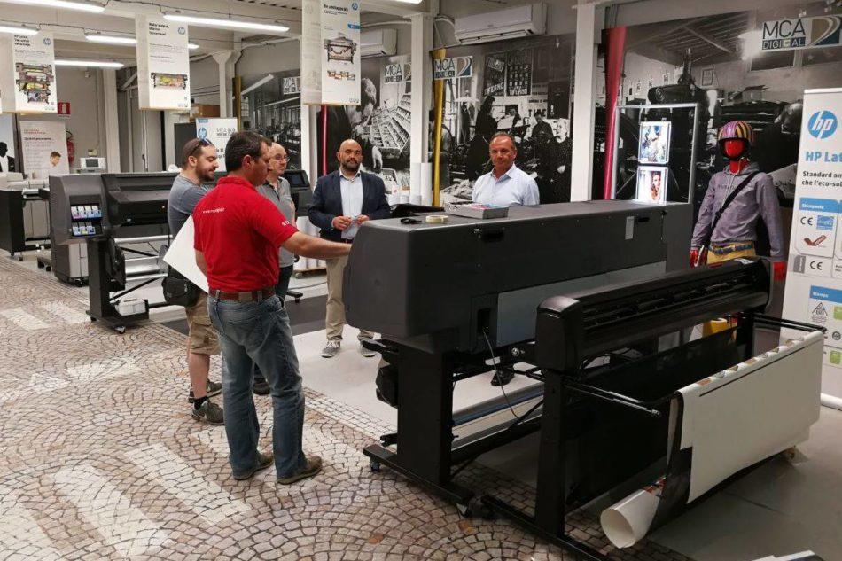 Stampa e taglio HP Latex protagonista nella Vip Lounge MCA Digital